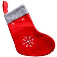 Mikulás csizma filcből ajándékoknak piros hópelyhes