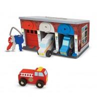 Melissa & Doug garázs zárható ajtókkal és készenléti járművekkel 14607