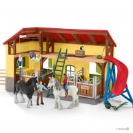 Schleich 42485 vidéki istálló lovakkal és kiegészítőkkel